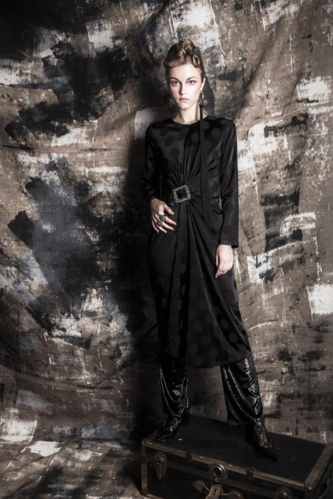 Erboso san cesareo spotted Crumbs 2 donna indossa vestito nero